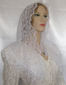 White Scalloped Floral Lace Yisraeli Venise Design Shabbat Veil Headcovering
