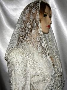 Ivory Corded Floral Lace Veil Rose Venise Trim
