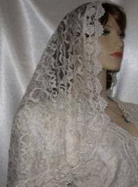 Ivory Rose Venise Trimmed Lace Bridal Veil