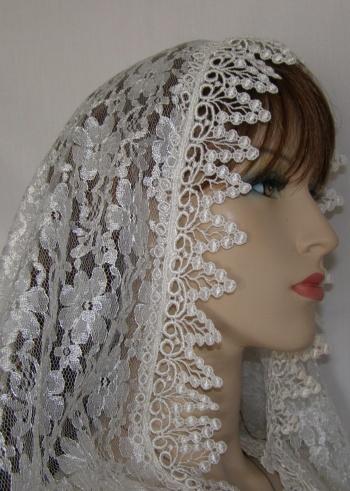 Floral Lace Bridal Veil Mantilla w pretty Victorian grape clusters venise
