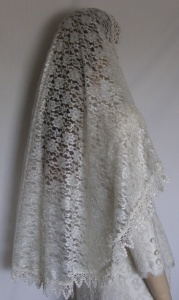 Floral Lace Bridal Veil with Victorian Trim