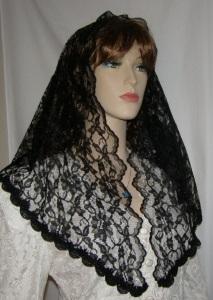 Scalloped Trimmed Mantilla Veil