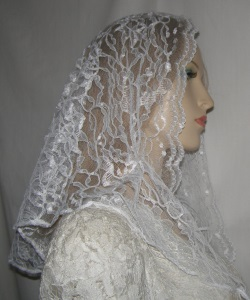 White Oval Cut Scalloped Floral Lace Veil Headcovering